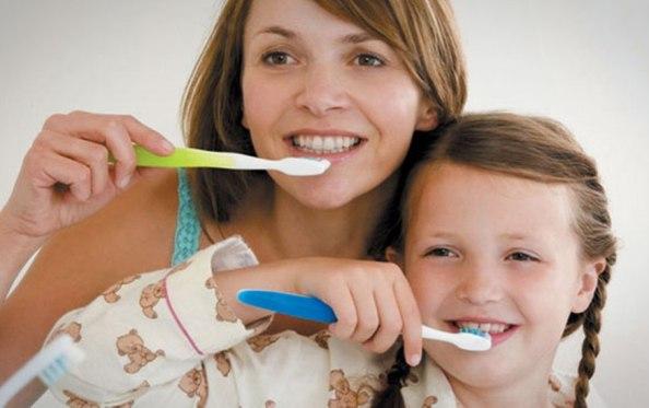 Tips Mudah Merawat Kesehatan Gigi Anak Sejak Dini