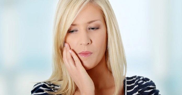 Mengatasi Masalah Gigi Sensitif Dengan Air Garam
